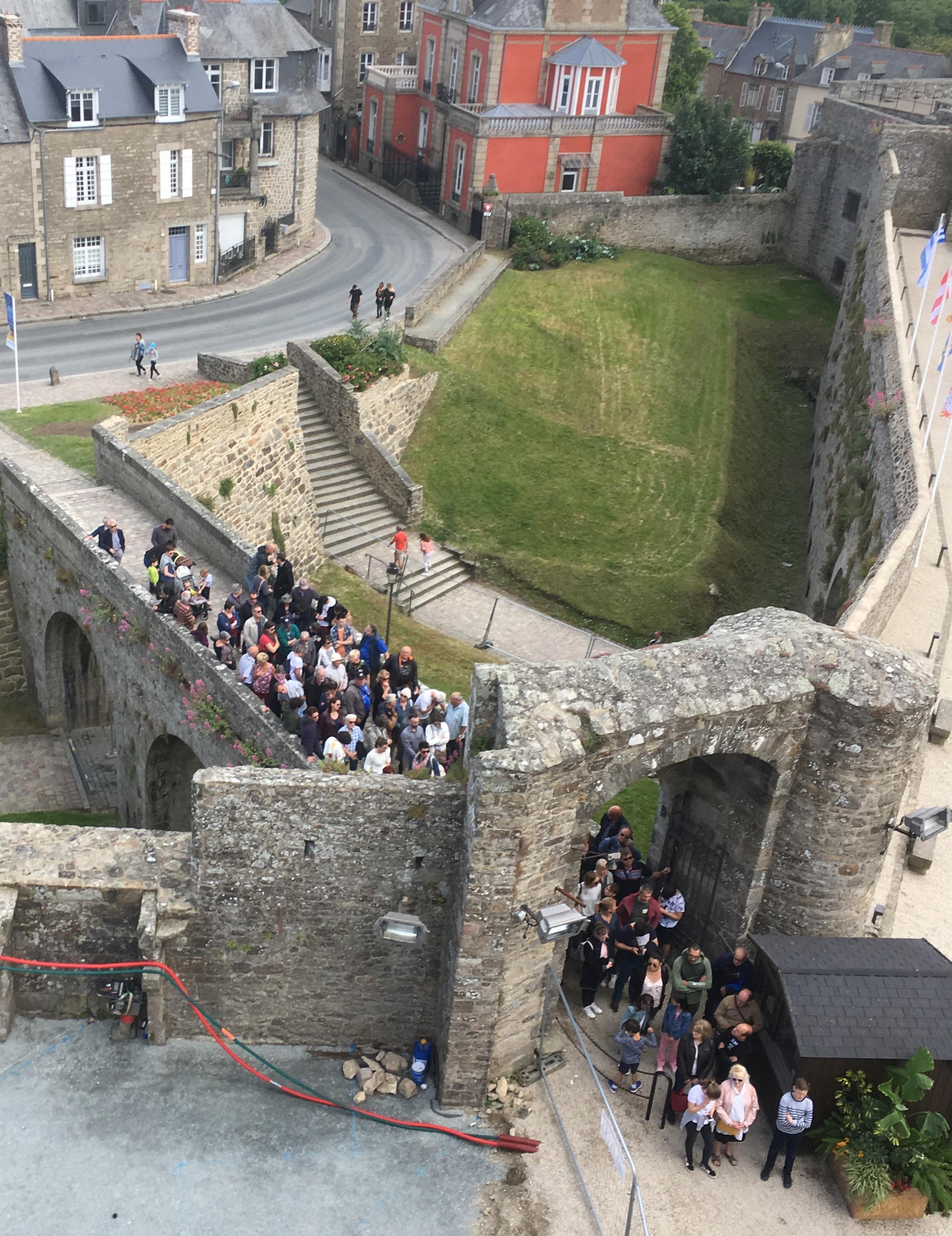 château dinan visiteur visite guidée fréquentation bilan augmentation attente accueil boutique monde bretagne côtes d'armor région touriste tourisme